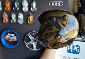 Helmet with high gloss hydrographic snake skin transfer