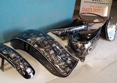 An example of a silver basecoat with a skull print (Hear no evil, see no evil, speak no evil) with black stripping in a high gloss.